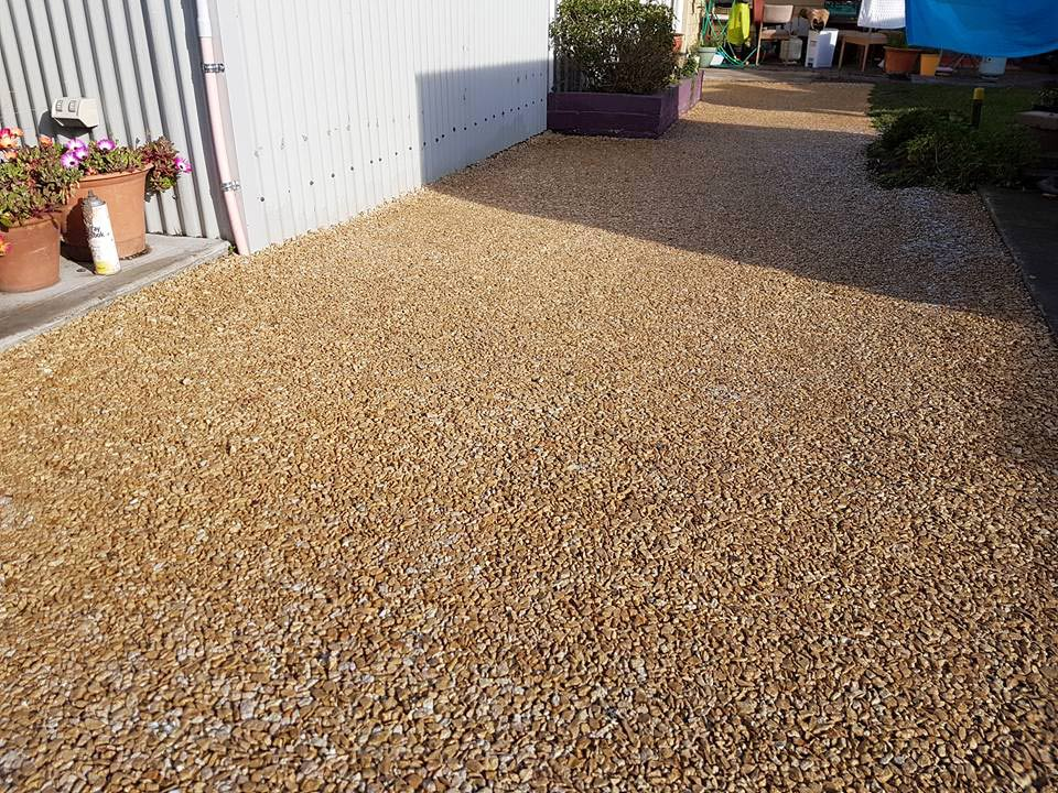 DirtGlue industrial comined with aggregate eco-friendly solution for paths and driveways